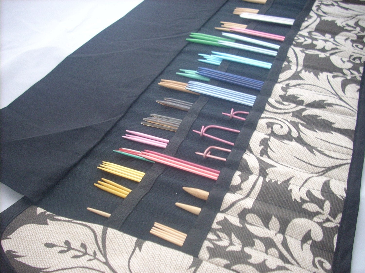 Double Point Needle Case holds 32 sets of dpns