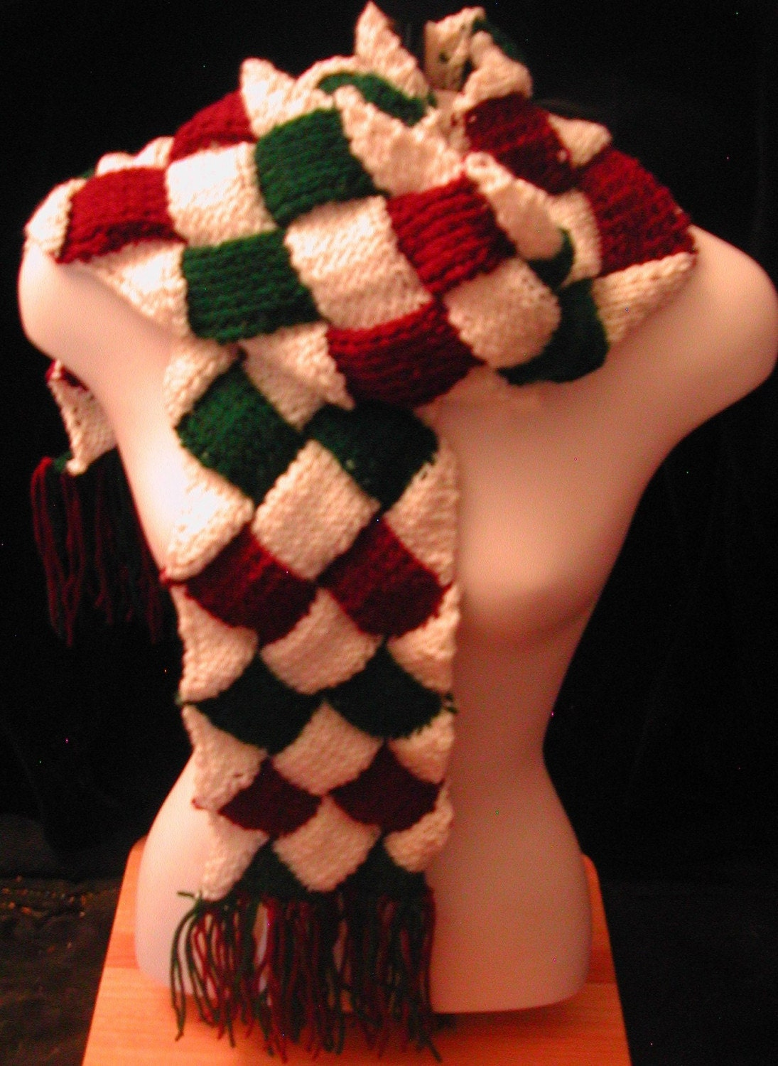 Red and green scarf is very warm!