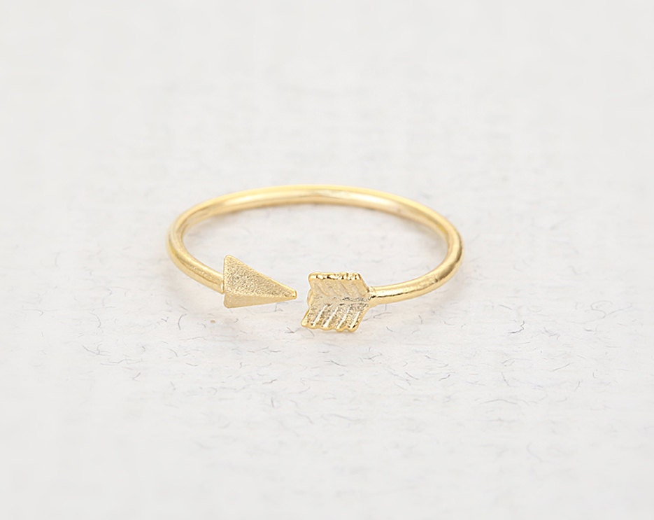 Bent Arrow Knuckle Ring - Gold // R033-GD // Arrow knuckle rings,knuckle rings,adjustable rings,stretch rings,cute ring,bow rings