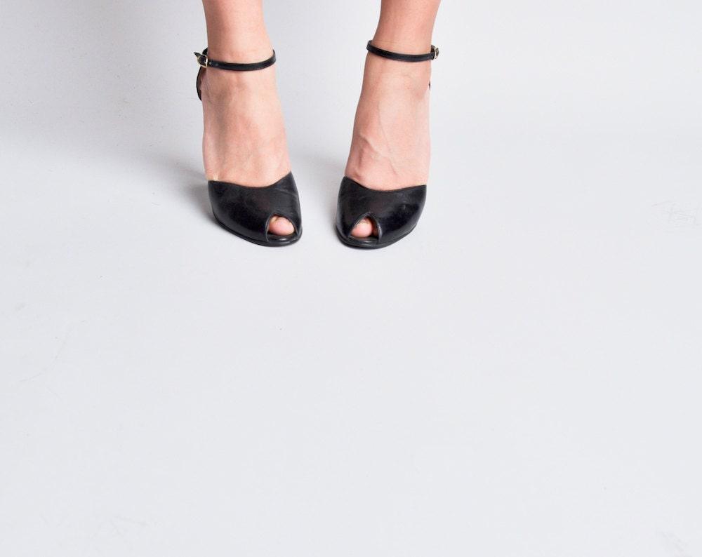 70s navy blue peeptoe ankle strap sandals heels / 5.5 M - persephonevintage