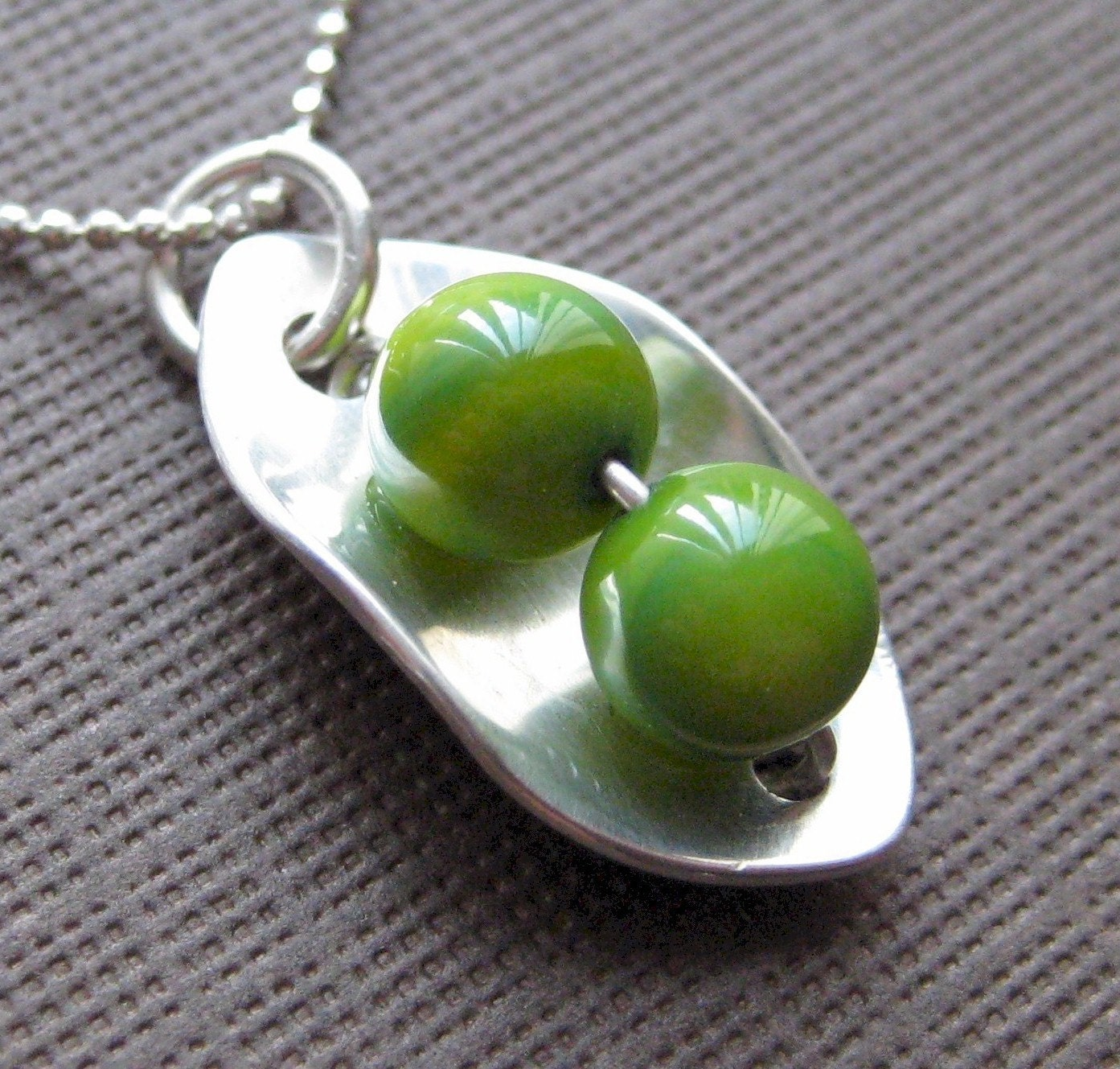 2 PEAS IN A POD Necklace - Sterling silver and Green mother of pearls