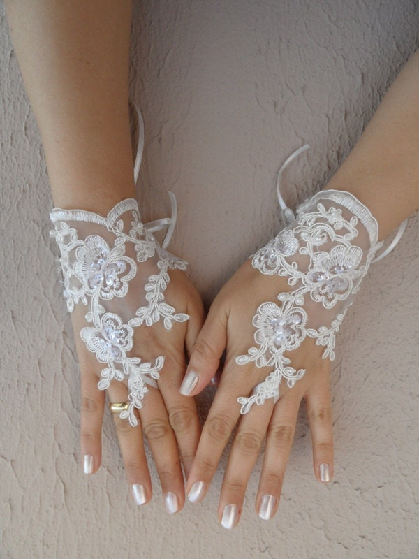 wedding glove,  Bridal Glove, ivory lace glove, Fingerless Gloves, cuff wedding bride, bridal gloves, ivory, Free Ship,