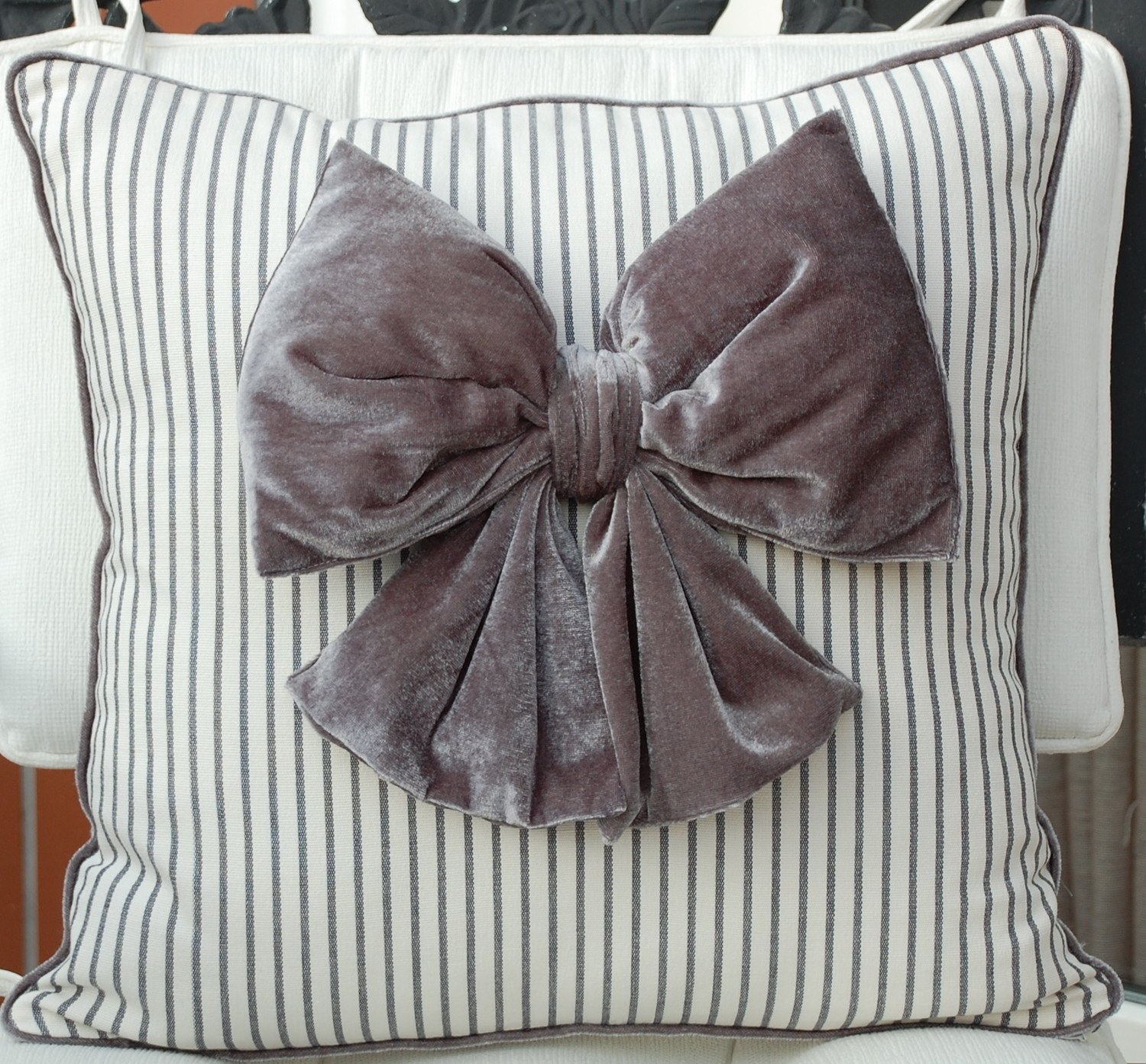 Velvet Bow Pillow cover