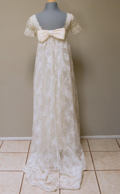 mariages r tro robes d 39 autrefois mod le vintage style empire. Black Bedroom Furniture Sets. Home Design Ideas