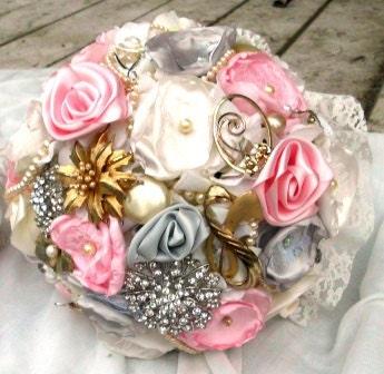 Custom Brooch Wedding Bouquet, Many Pearls, Bridal, Vintage, Rhinestones Pearls Crystals Fabric Flower Bouquet, weddings