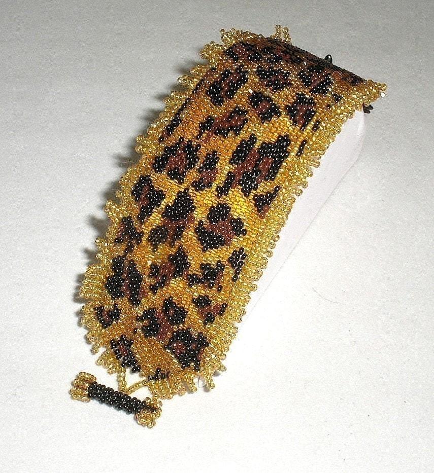 Hannah Rosner cuff bracelet bead pattern peyote stitch leopard