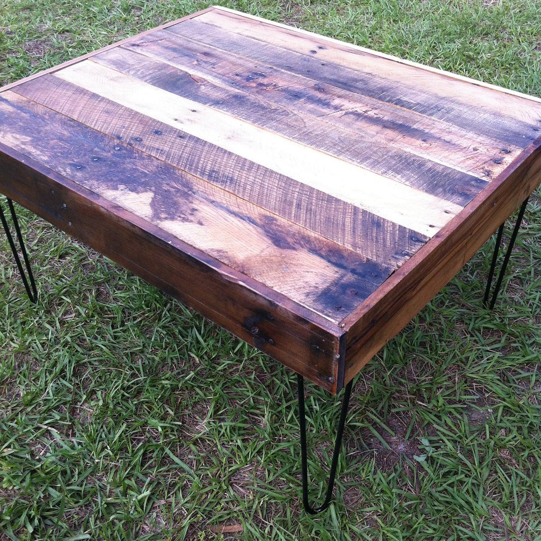 Madera recuperada Barnwood mesa de café con piernas de acero horquilla-upcycled y moderno upcycled de materiales reciclados
