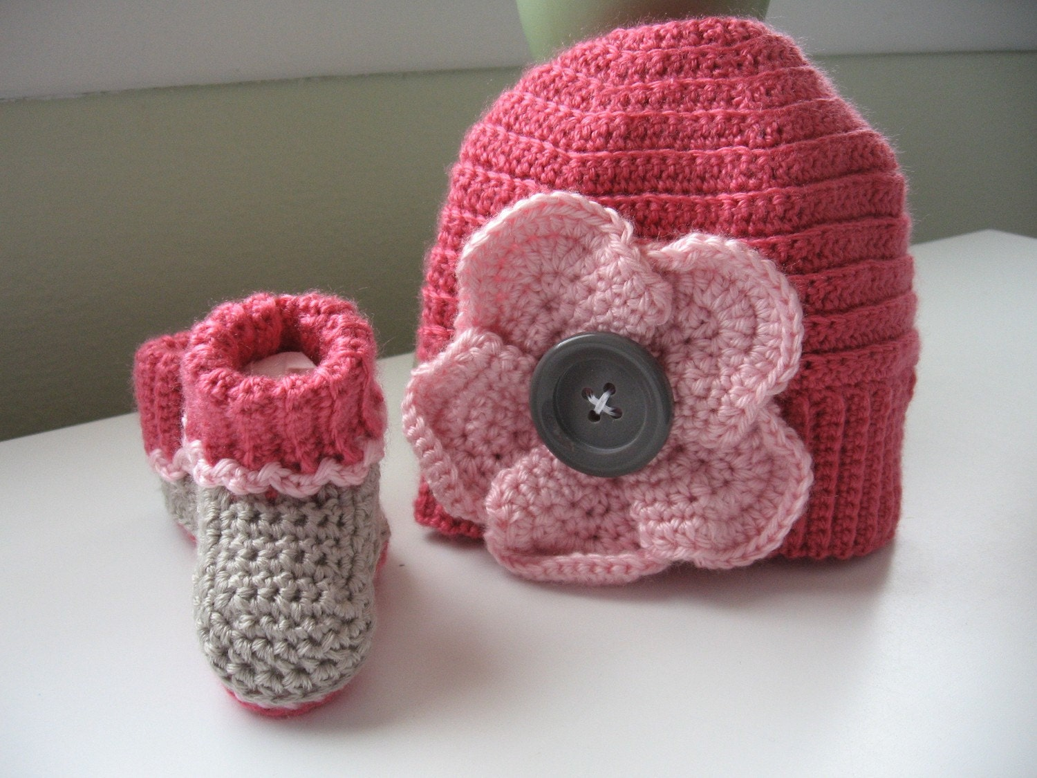 Flower Hat with matching Booties Set 3-6 months