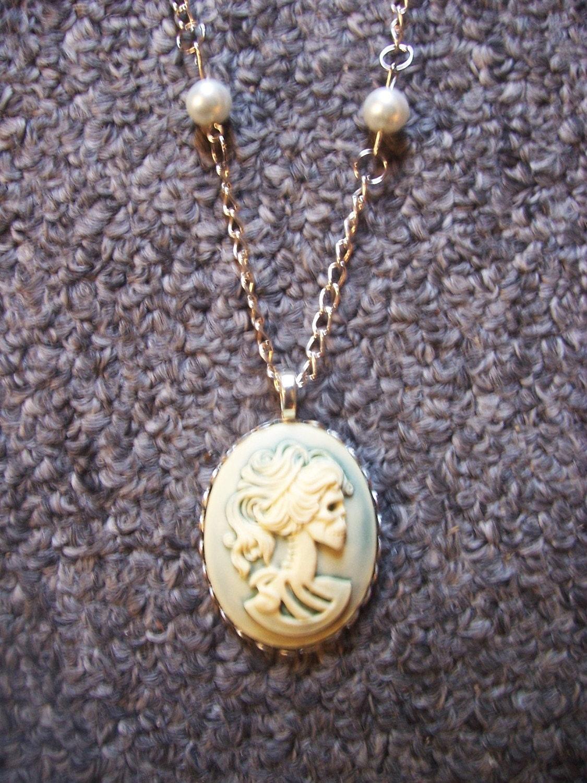 Hazy Baby Blue cameo pearl necklace Lolita