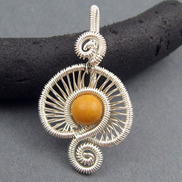 Video: Wire Wrap Jewelry Patterns | eHow.com