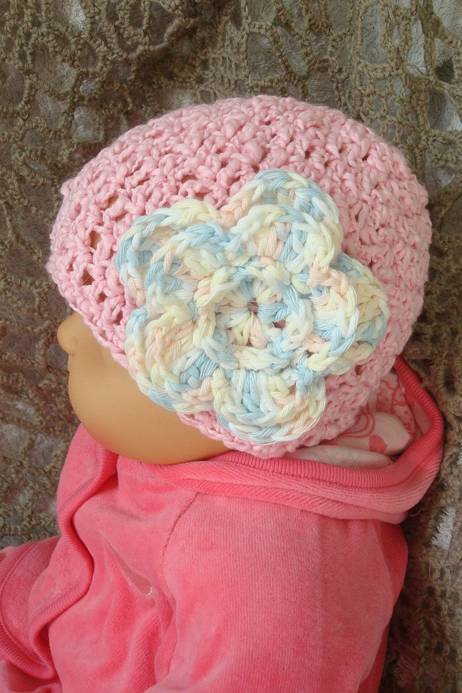 Light pink hat from textured cotton with crocheted flower. 0-12 month. Perfect for a gift or for a photo prop. Item 042. Pink summer
