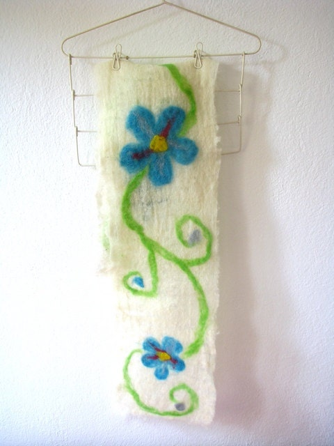 Wool felt scarf with Forget me not  flowers