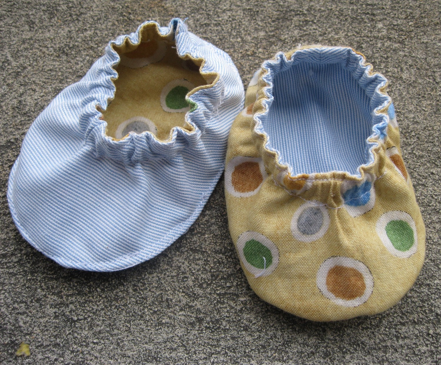 Reversible Elastic Band Booties- Pattern & Tutorial in 4 Sizes