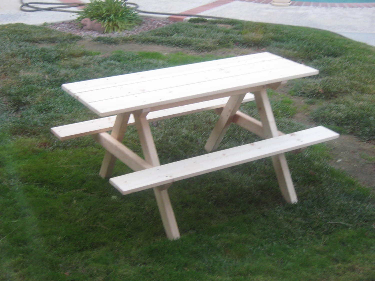 DIY - PLANS to make - Kids Picnic Table - Outdoor Furniture for Patio ...