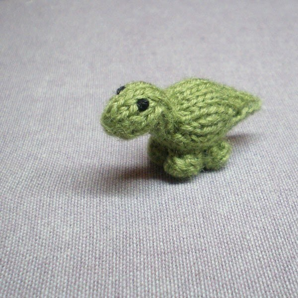 Magnet - Bouncy Apatosaurus - Knitted and Crocheted