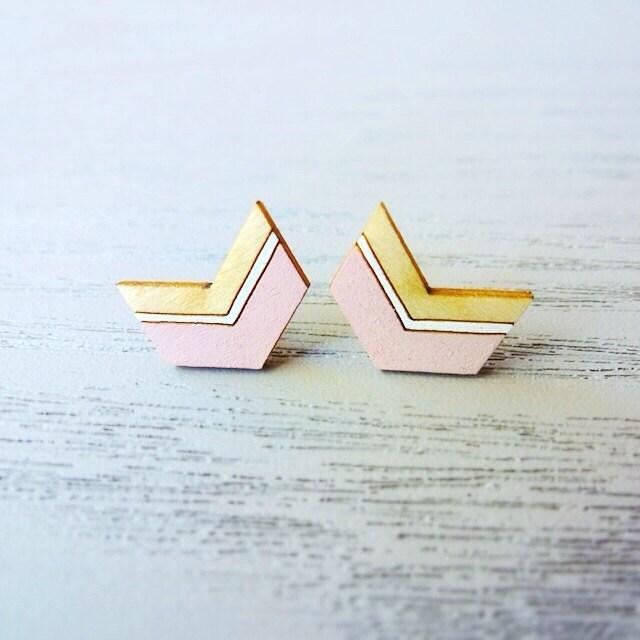 Geometric Chevron Studs (Pastel Pink Arrow) - miscii