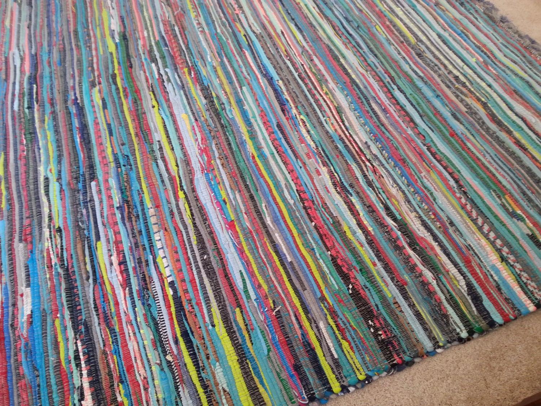 12 необычных идей как сделать коврики из старых вещей 40