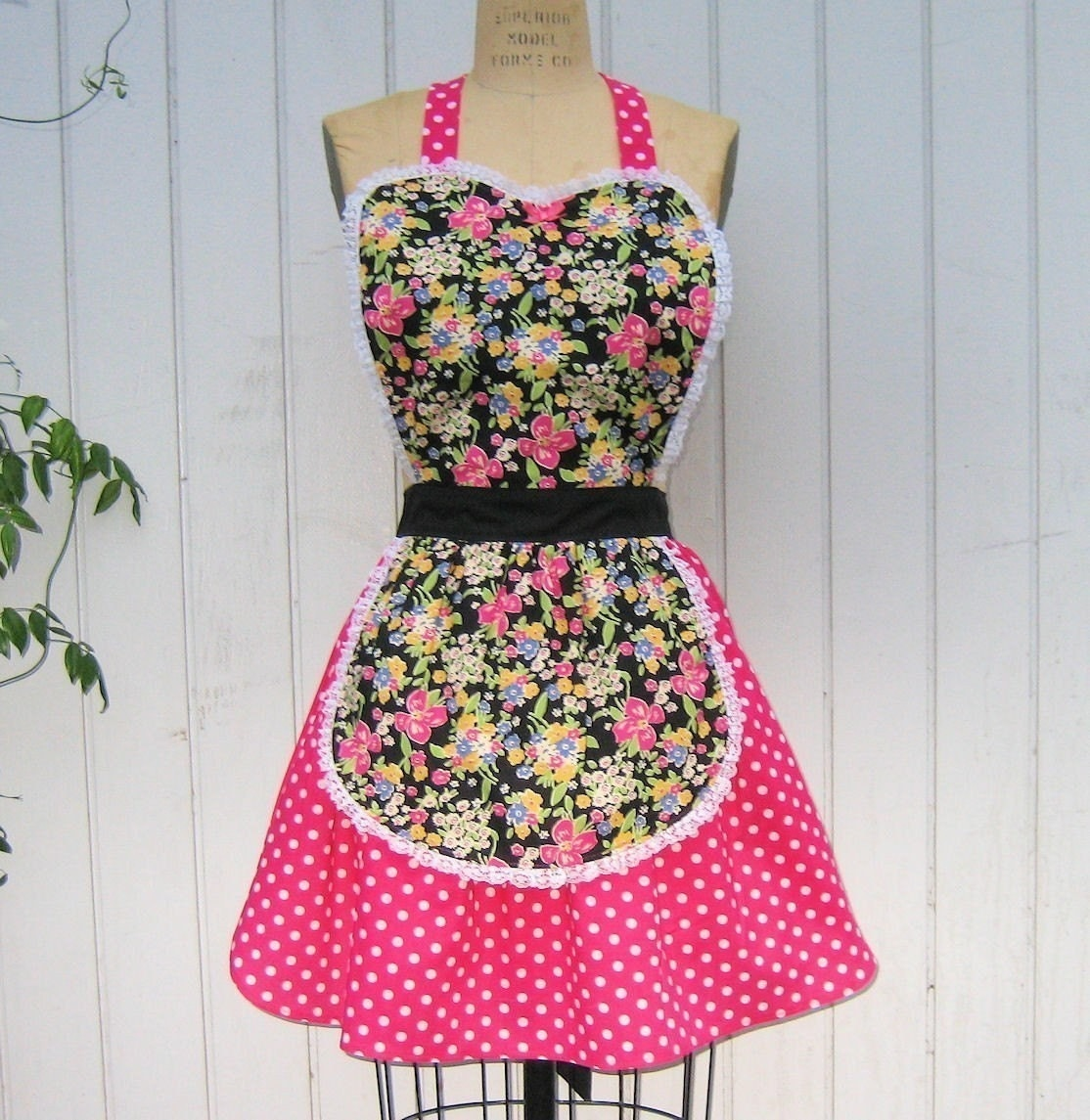 Retro 50s BLACK and PINK  BETSY FLORAL with  POLKA DOT full APRON with fifties ric rac details make a sexy hostess and is vintage inspired