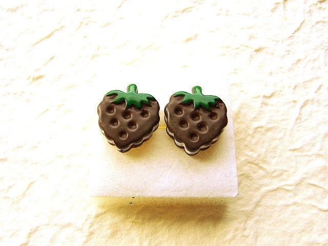 Chocolate Vanilla Strawberry Sandwich Cookie Earrings