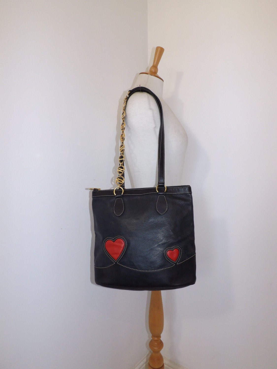 Vintage Moschino Redwall navy blue leather shoulder handbag designer tote bag red love heart detail