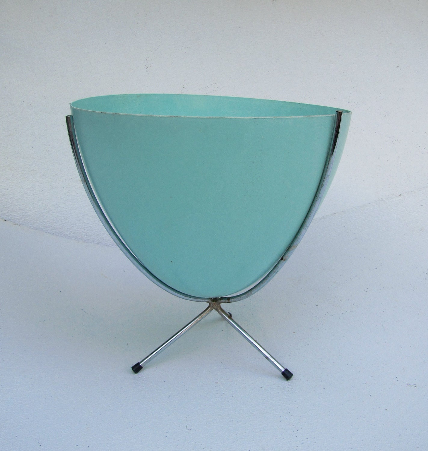 American Mid Century Modern Atomic Age Small Patio Round: Mid Century Modern Fiberglass Bullet Planter 16 Eames By