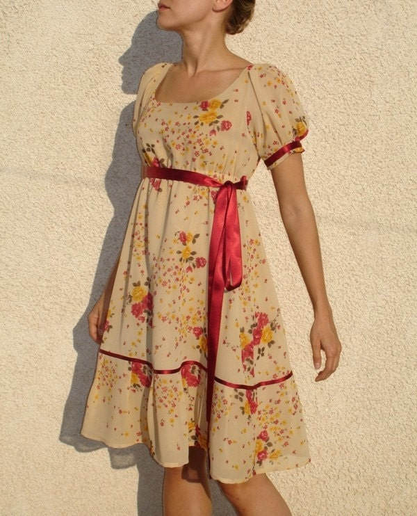 Romantic beige dress with pink flowers and puffy sleavs