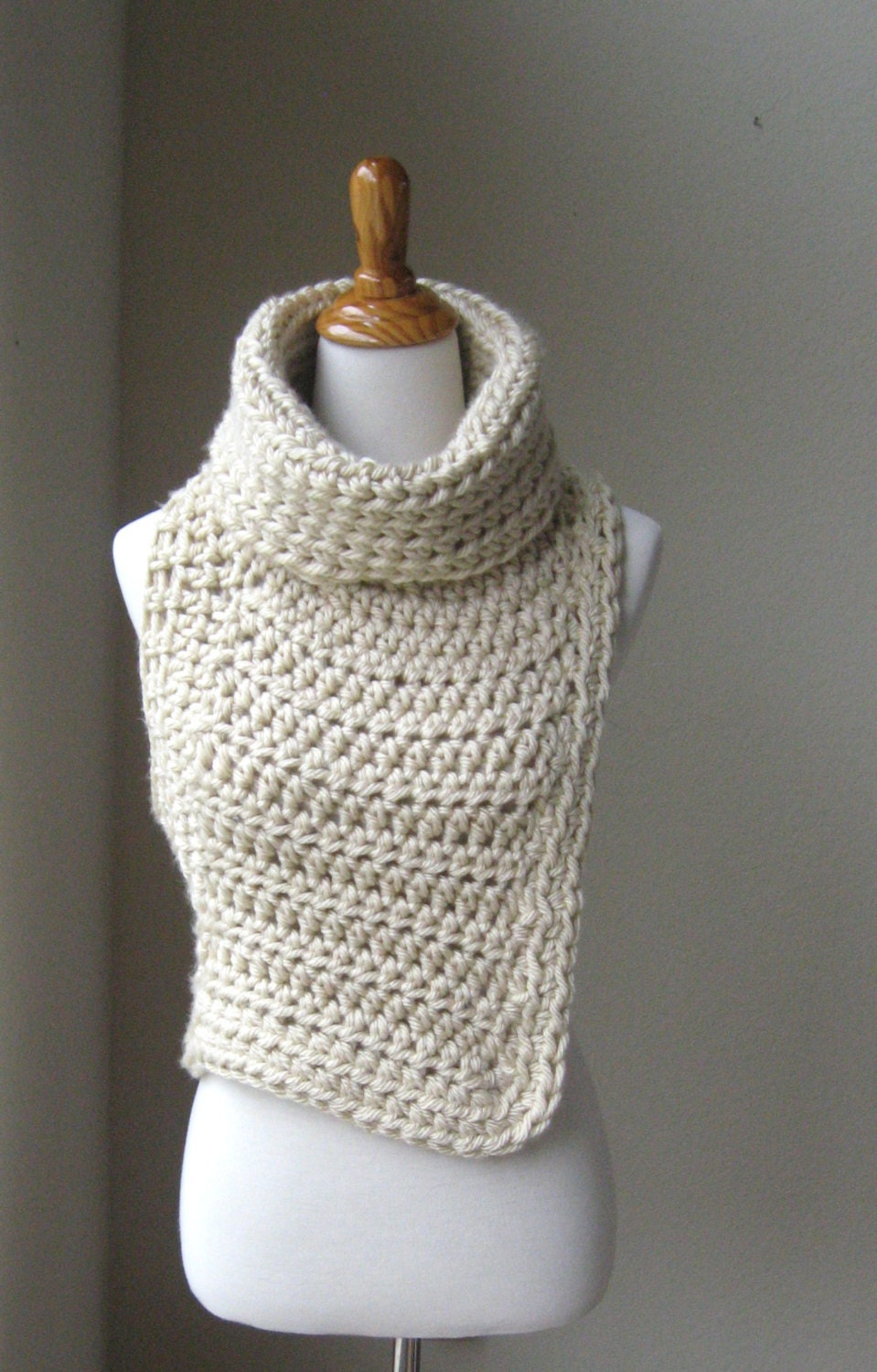 HUNTRESS VEST COWL Crossbody Cowl Chunky Knit by marianavail