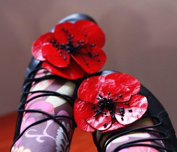 Clip it.....Poppy flowers leather shoe clips