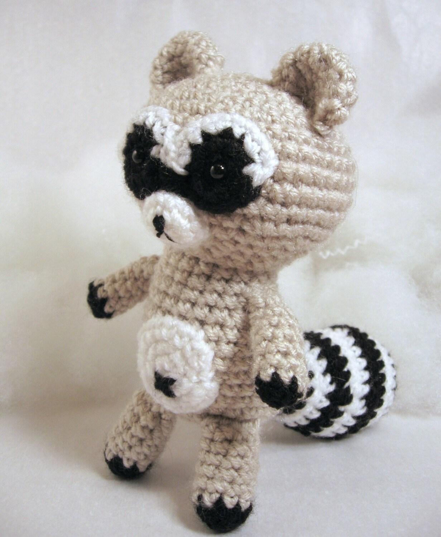 Amigurumi Raccoon Pattern Free : Amigurumi Crochet Pattern Raccoon Meeko by HomemadeZen on Etsy