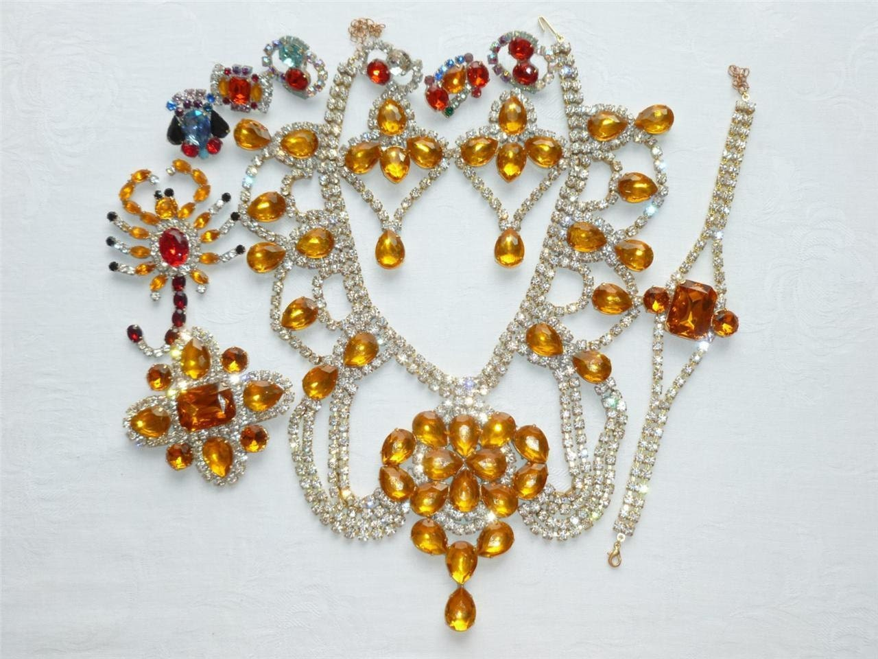AMBER AMBIANCE is AMAZING.  This necklace set is gorgeous. Just in time for Valentine's Day! - GoldenCollectibles