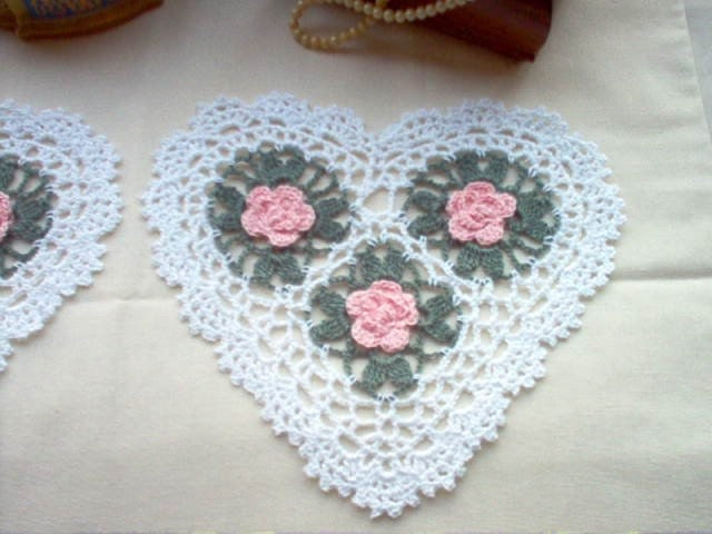 DOILIES Set of 2 Heart Pink Roses Crochet Thread Art Doilies