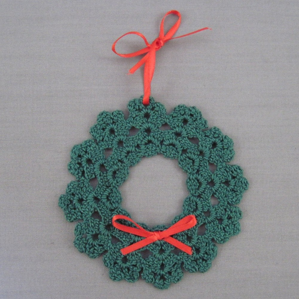 Crochet Christmas Wreath - Holiday - YouTube