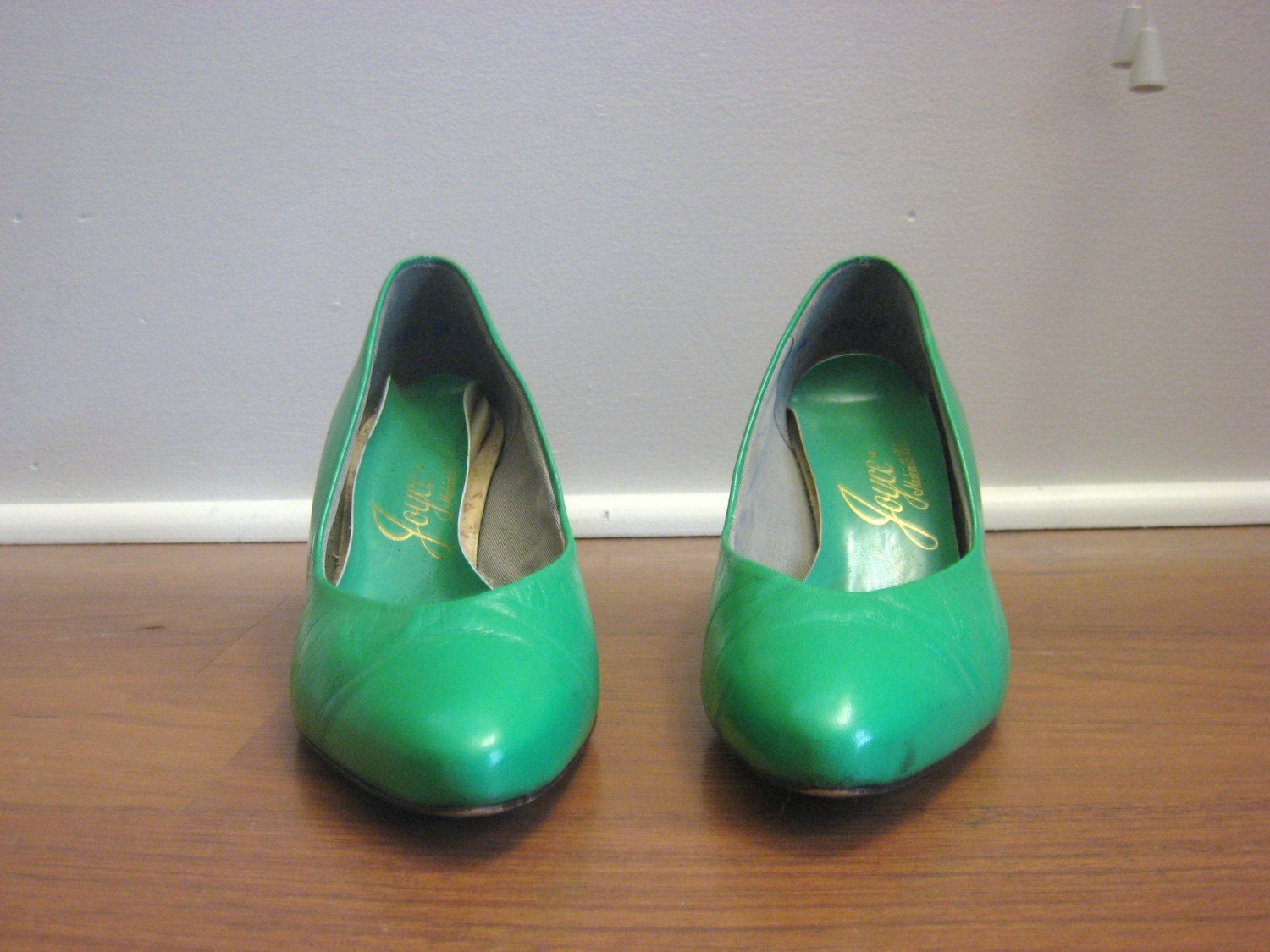 vintage 1980s KELLY GREEN pump heels leather 6 6.5