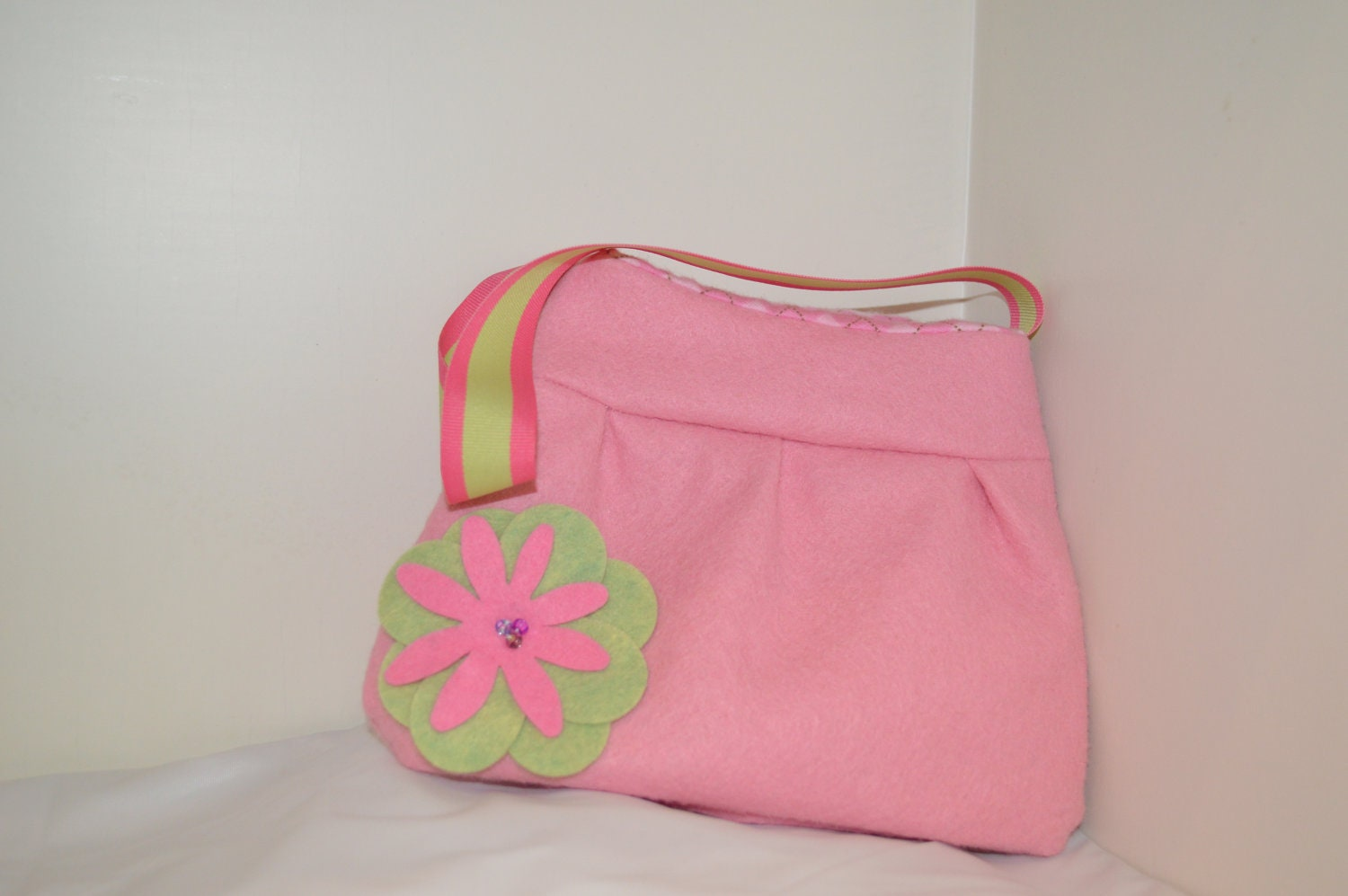 Little Girl Soft Pink Felt Purse- Argyle Lining Pink & Green flower