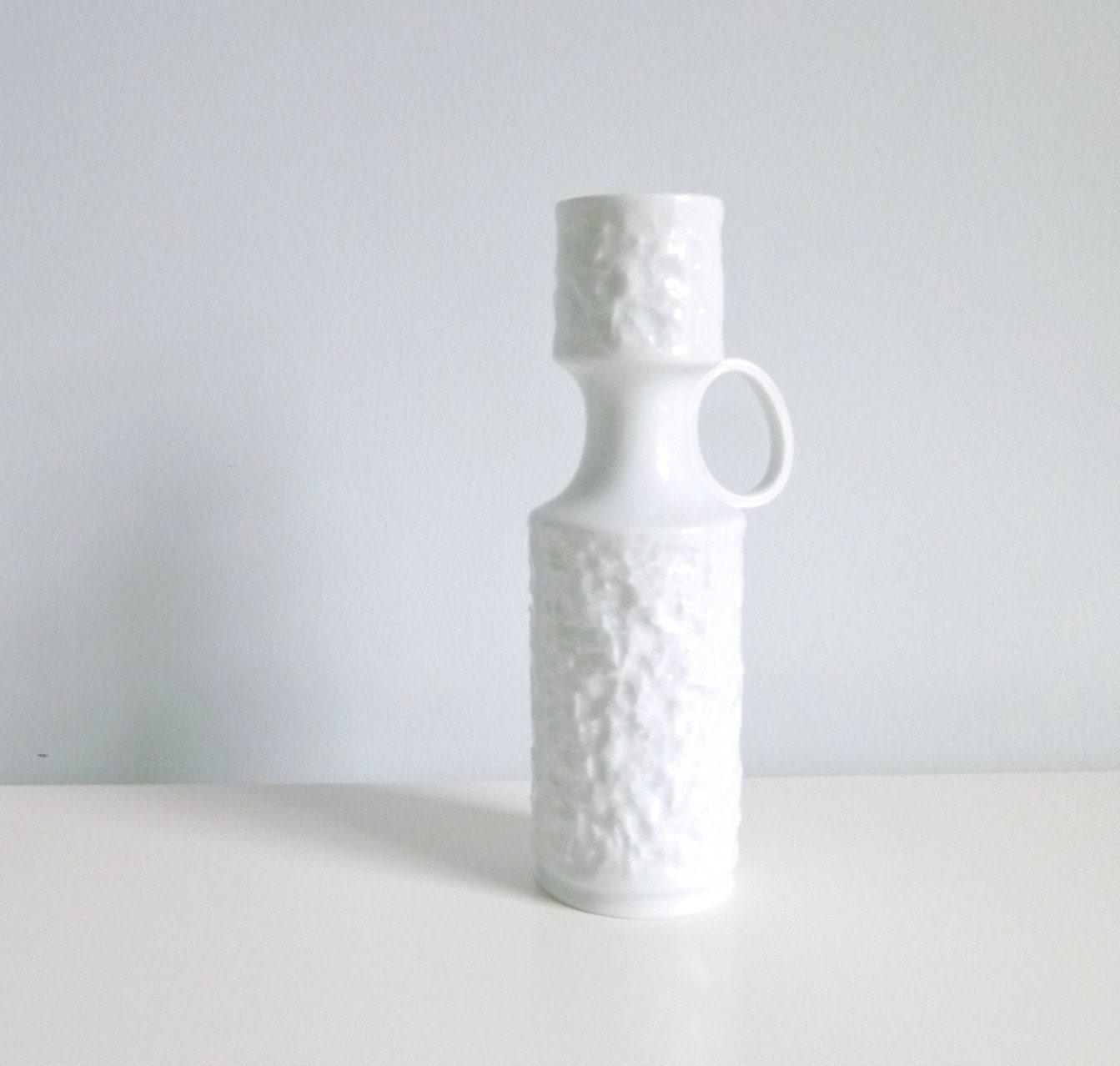 Mid Century Modern Op Art Vase White Bisque by mungoandmidge