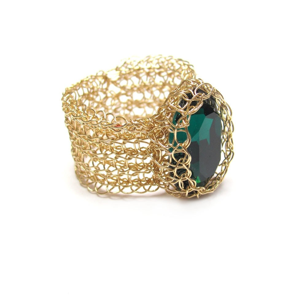 Emerald green ring, gold filled  wire, oval crystal - SigalsDesigns