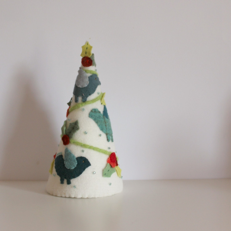 Christmas tree felt applique birds and berries cream - roxycreations
