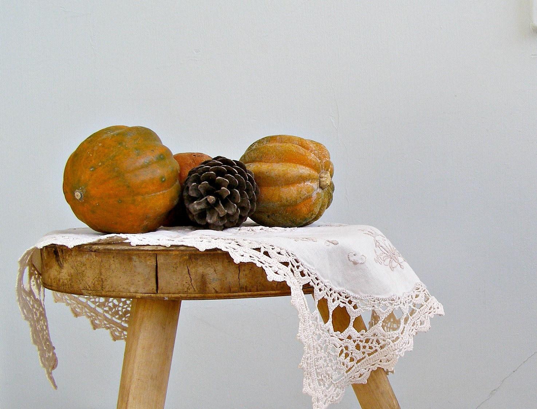 Rustic wood Stool, Milking Stool, Wood Pot stand, Retro side table, Farmhouse decor, cottage chic, Round stool, Workshop - MeshuMaSH