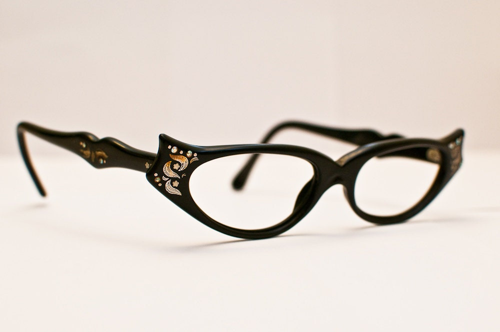 Vintage Women's 1950s/60s Cateye Glasses: A Classic With a Twist
