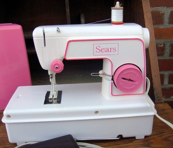 Vintage Sears Lockstitch Children's Sewing Machine (1977)