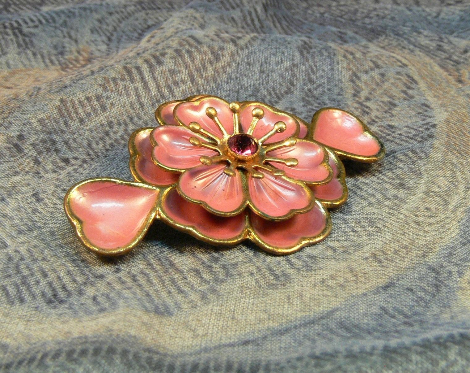Pink Rose Pin with Hearts in Brass Enamel and Rhinestone