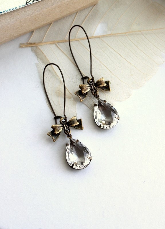Tamaria - A Clear Vintage Glass Pear shaped Earrings.  Romantic, Elegant, Feminine