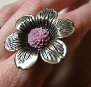 large brass petals with mum. ring.