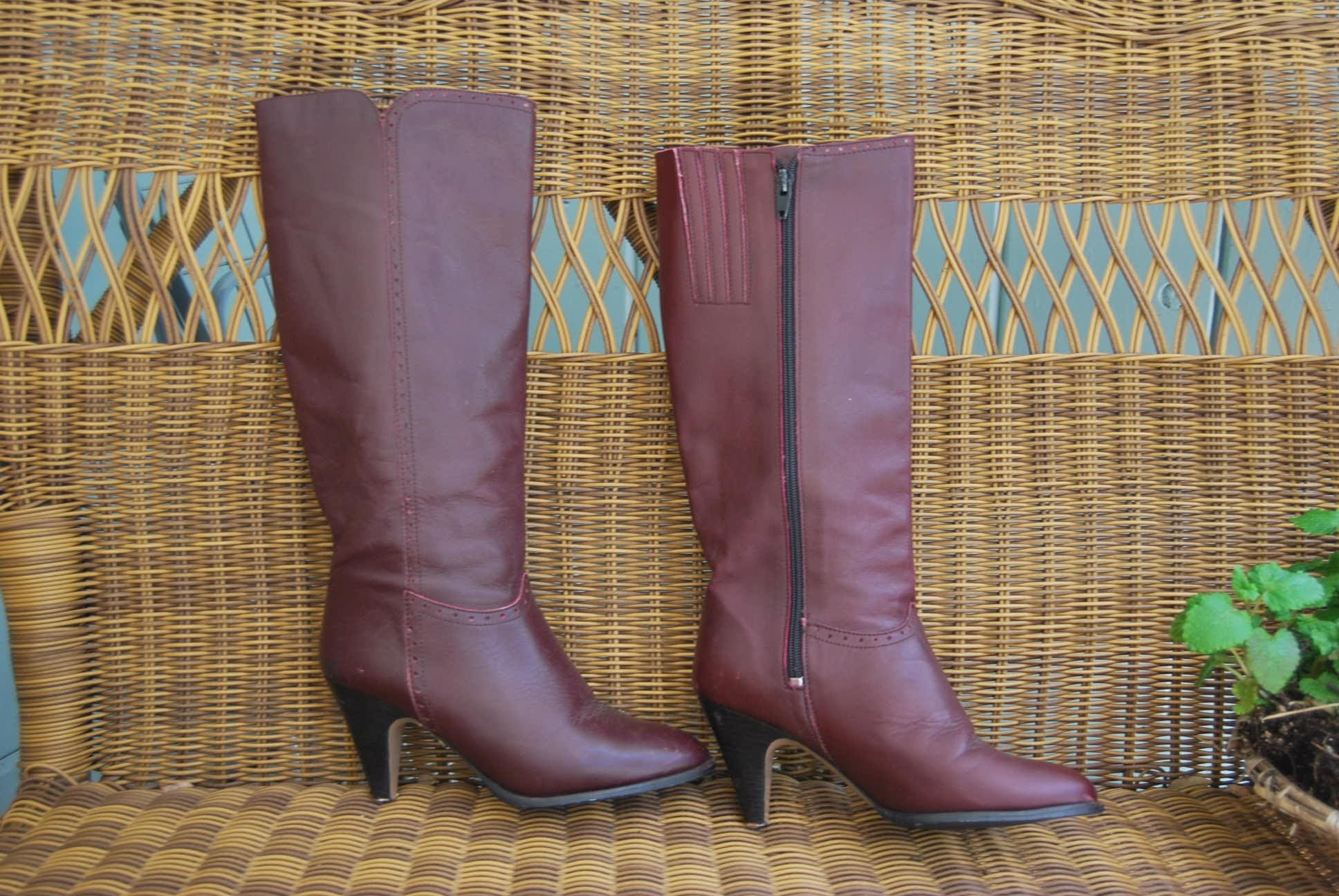 Go Anywhere 70s LEATHER BURGUNDY BOOTS Size 6