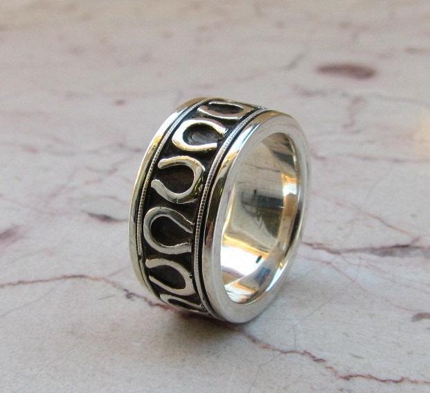 Horseshoe Weding Rings 013 - Horseshoe Weding Rings