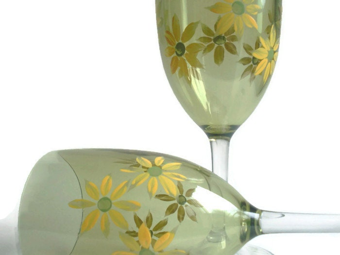Wine Glasses With A Daisy Chain Design Hand By Cheriecoquette