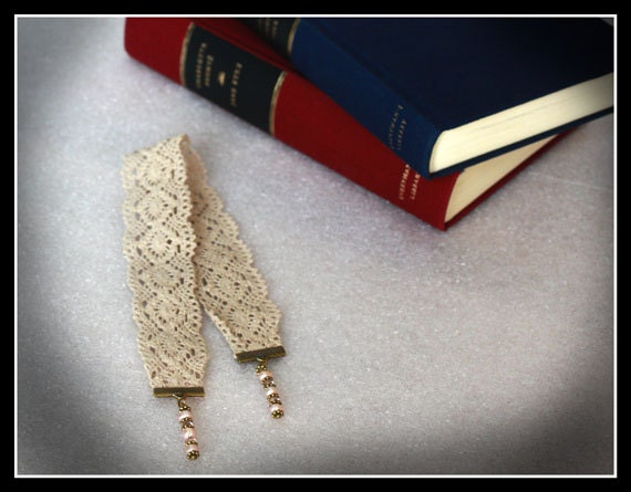 Handmade Vintage Style Crocheted Lace Bookmark finished with Pink Fresh Water Pearls - MyriasCollection