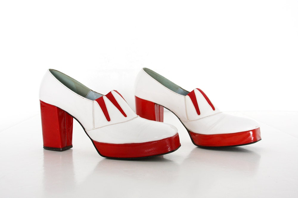 Womens Vintage Shoes -1960s Platforms by Geppetto - Candy Apple Red and White Heels - Funky Retro Mod //Size 7.5 - TheVintageVestiary