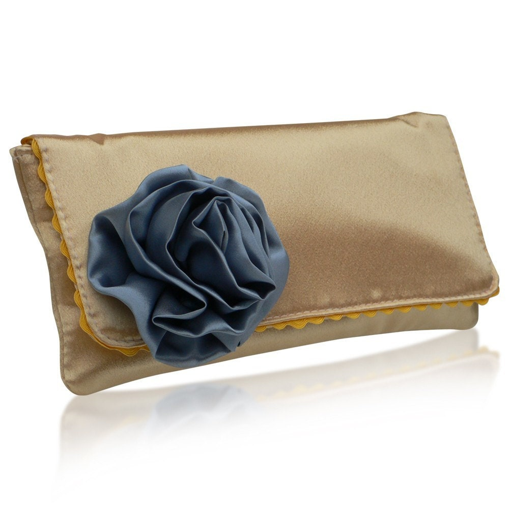 Georgia lemon and blue clutch