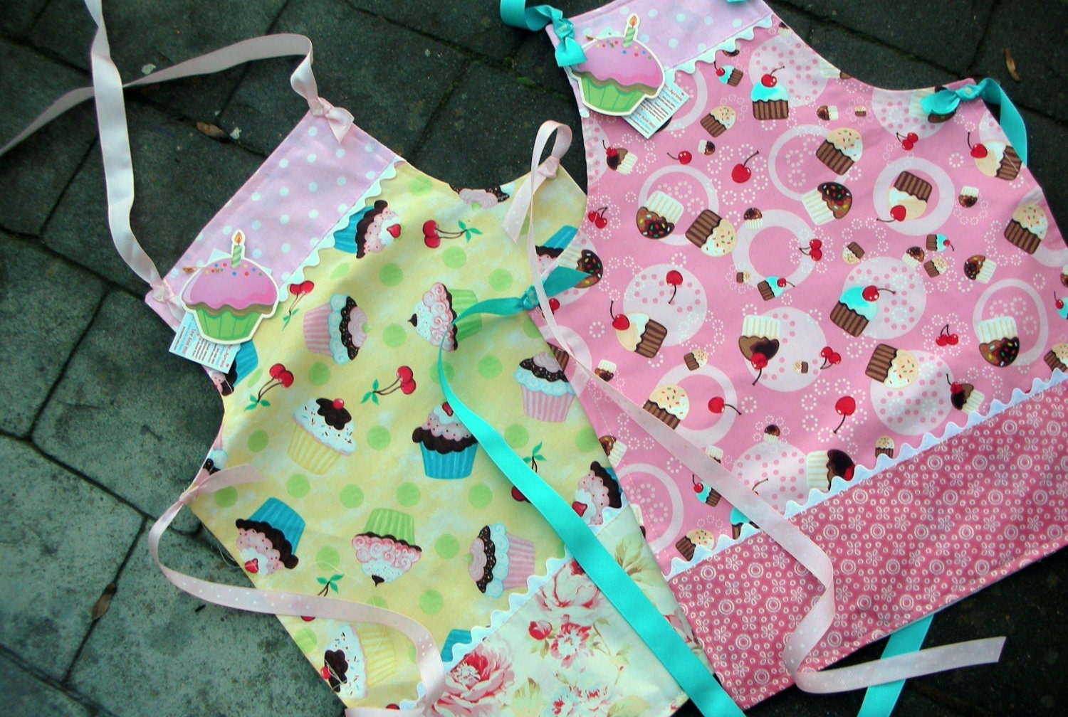 Childrens Aprons - Sweet Cupcake Girl Apron - Size 6 to 8 Apron - Confections by Robert Kaufman - Pink Cupcake Apron